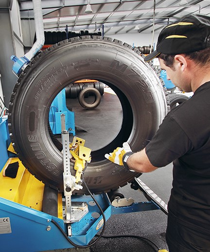 What happens in the tyre retreading process