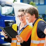 <b>4 formas de mejorar la seguridad de los camiones, desde una mejor navegación hasta la formación de l...</b>