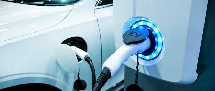Vehículo eléctrico en carga